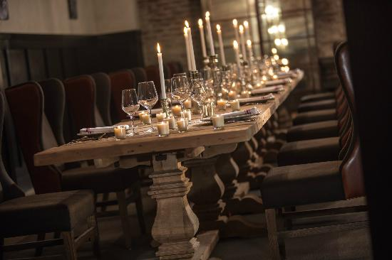 top 10 Wedding Rehearsal Dinner Venues in Philadelphia | Shanghai Private Dining Room | The Styled Bride
