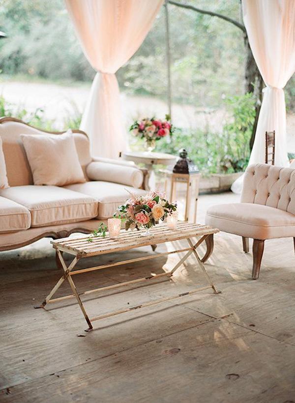 Lounge Seating: Wedding Chicks