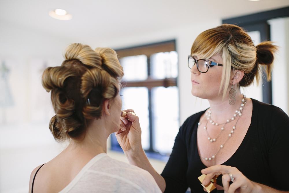 Cheekadee Artist at work from a Styled Bride summer wedding.Photo: BrookeCourtney