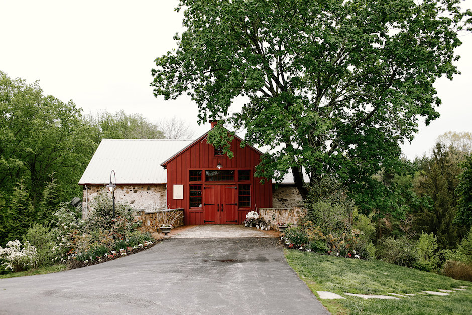 The Inn at Grace Winery is one of Philadelphia's best barn wedding venues. | www.thestyledbride.com