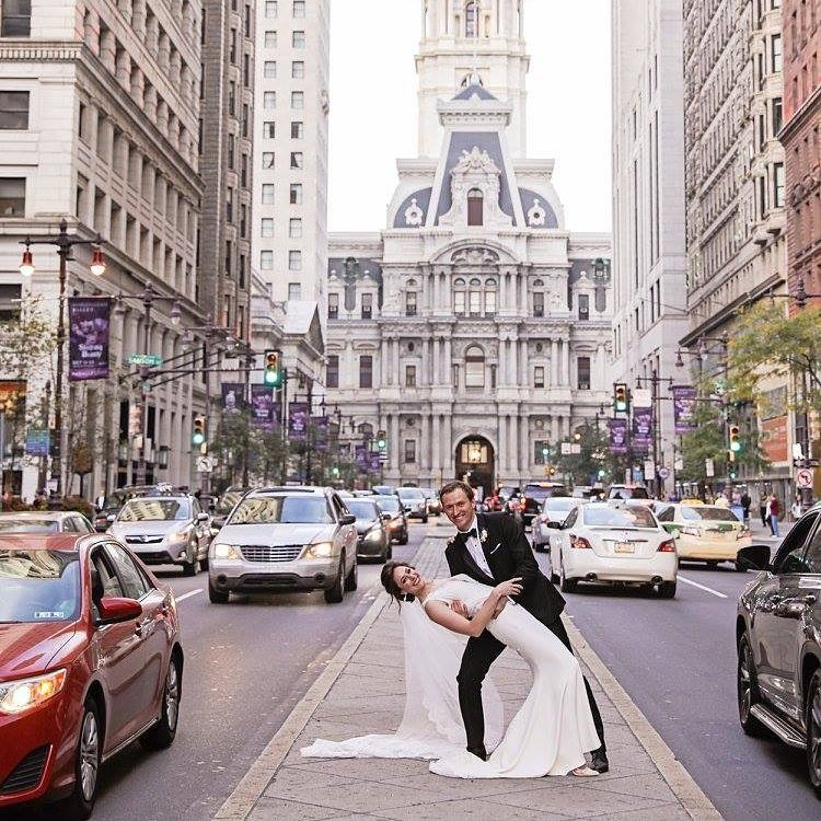 Philadelphia City Hall Wedding Photo | www.thestyledbride.com