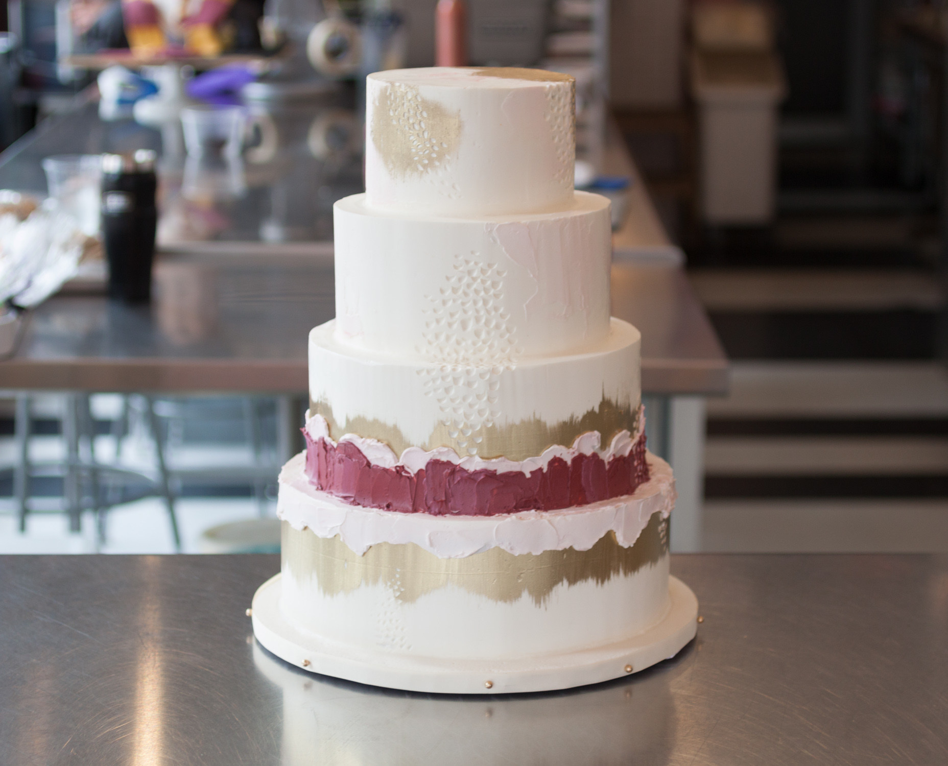 Go behind the scenes with Philadelphia wedding cake baker, Whipped Bakeshop! | www.thestyledbride.com
