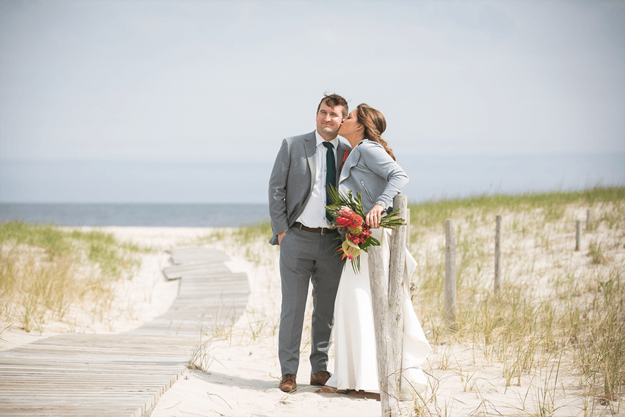 Long Beach Island Foundation of the Arts and Sciences Spring Wedding | The Styled Bride