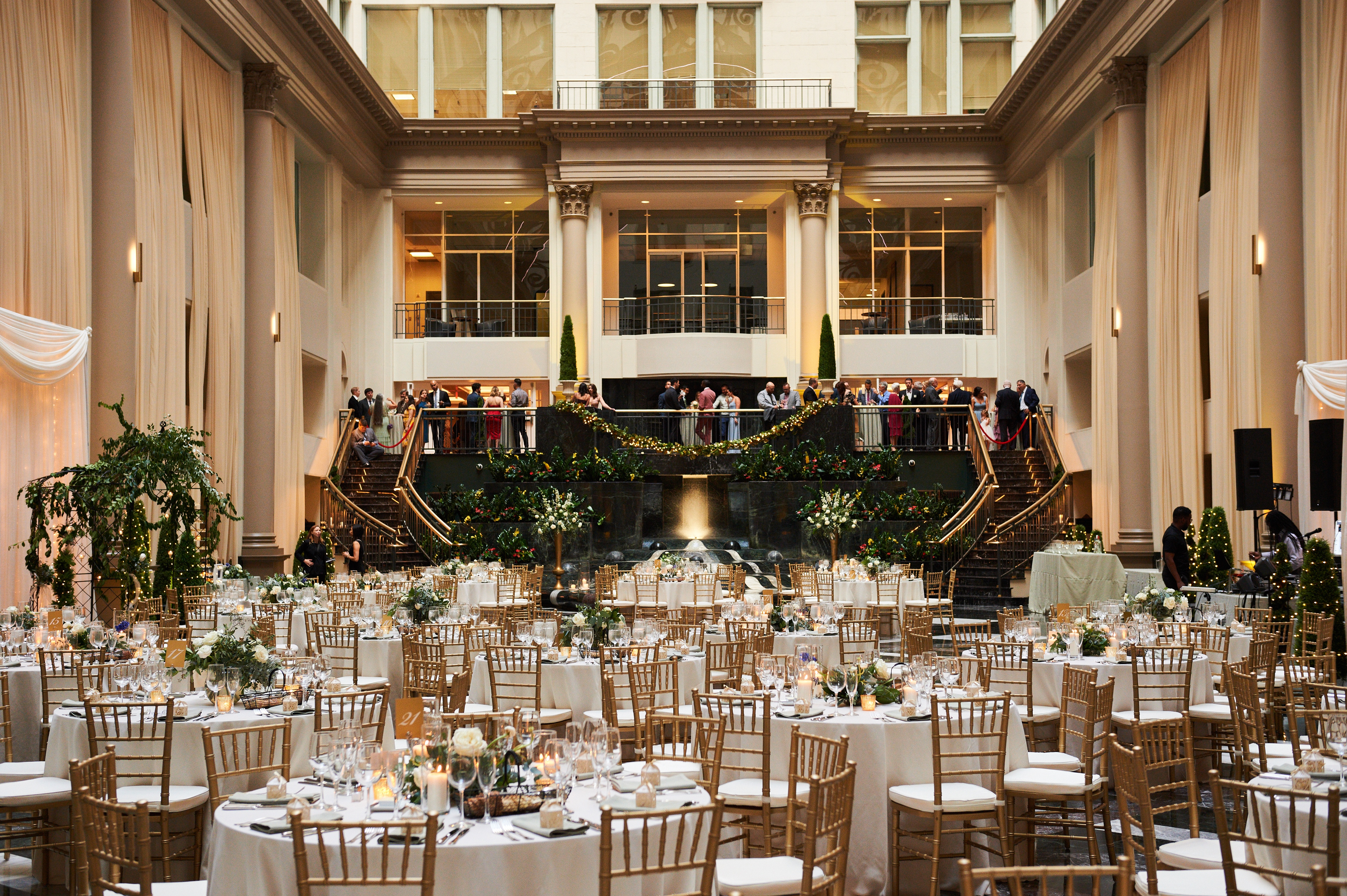 How to Plan a Philadelphia Wedding | www.thestyledbride.com